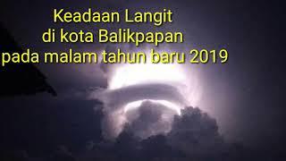 Download Video Langit mencekam di malam Tahun Baru 2019 Kota Balikpapan, Kalimantan Timur.. MP3 3GP MP4