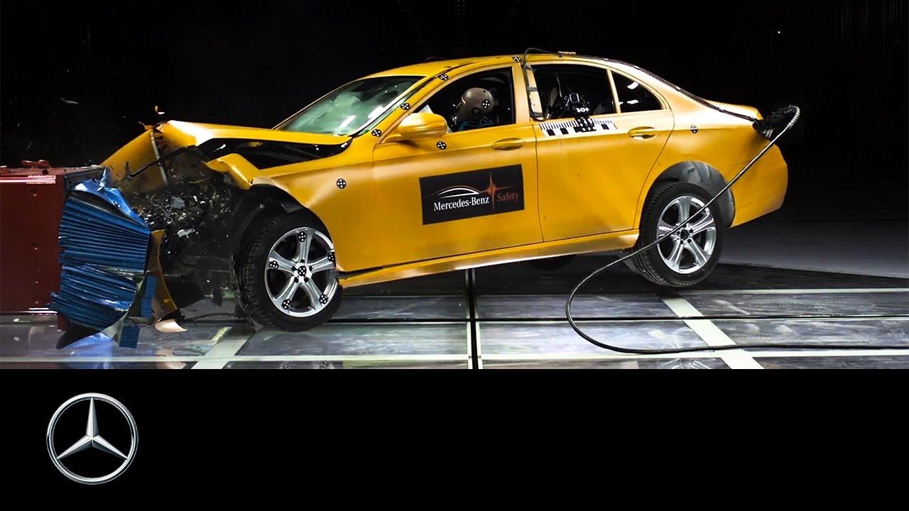 The Crash Test Centre in Sindelfingen   Daimler > Innovation > Specials
