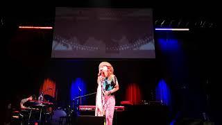 Lauren Daigle - Power To Redeem live - Lauren forgets lyrics (Palais Theatre Australia 18 Jan 2020)