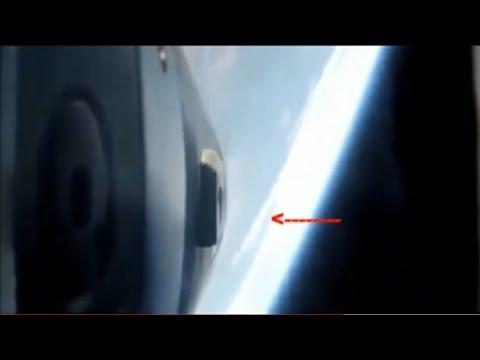 Amerika, dan fırlatılan Roket ile düz dünya'yı çevreleyen,Antarktika  duvarları, görünüyor.Düz dünya