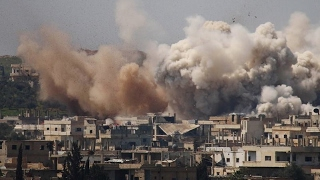 أخبار عربية - قصف جوي مكثف بالبراميل المتفجرة على أحياء #درعا البلد