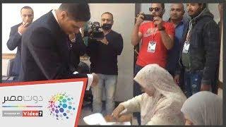 أبو هشيمة بعد تصويته باستفتاء الدستور: ماتكسلش فى حق بلدك