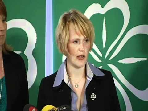 Anna-Karin Hatt (c) presenterar sin kandidatur