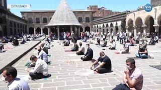 Diyarbakır'da Corona Salgını Sürecinde İlk Cuma Namazı Ulu Camii'de Kılındı