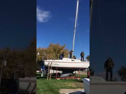 Lowering mast on Catalina 27
