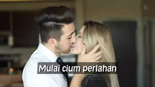 Download lagu CIUMAN HANGAT MESRA PENUH KASIH SAYANG DAN CINTA MP3