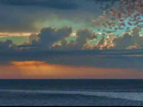 夏をあきらめて 研ナオコ 作詞:桑田佳祐 作曲:桑田佳祐 波音が響けば雨雲が近づく 二人で思いきり遊ぶはずの On the beach きっと誰かが戀に破れ 噂のタネに邪魔する ...