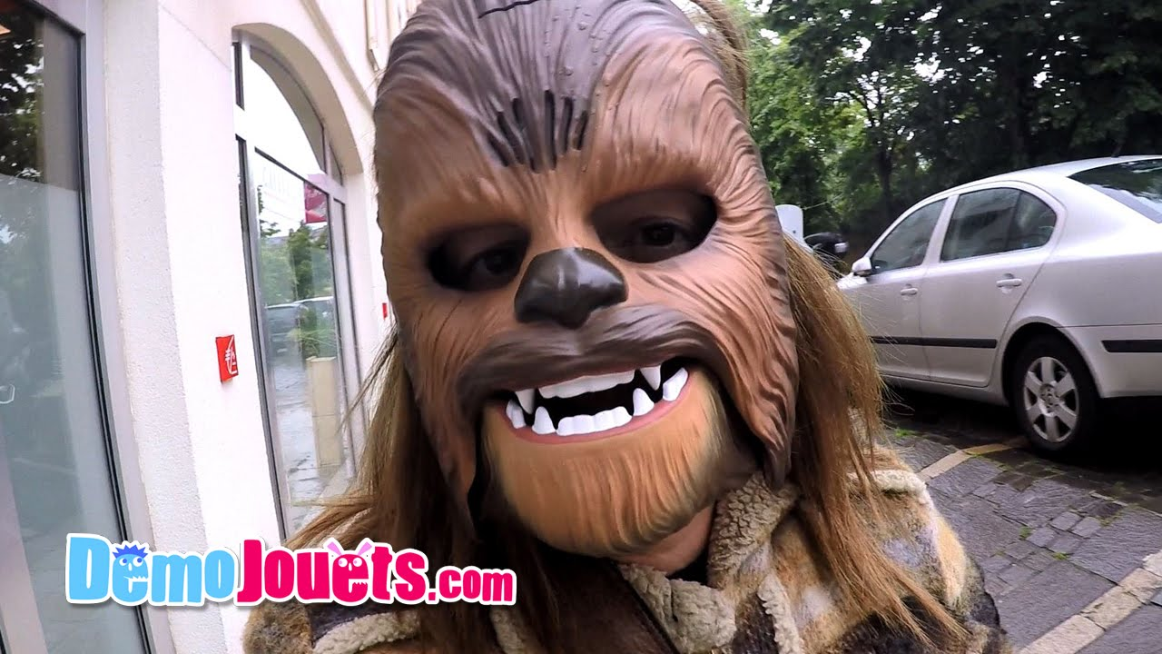 on fait des blagues avec le masque lectronique chewbacca star wars d mo jouets youtube. Black Bedroom Furniture Sets. Home Design Ideas
