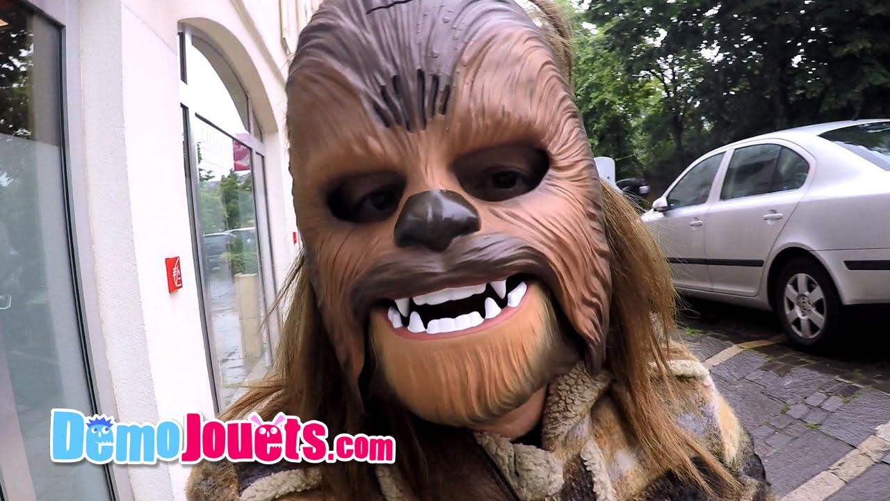 on fait des blagues avec le masque lectronique chewbacca star wars d mo jouets youtube. Black Bedroom Furniture Sets. Home Design Ideas