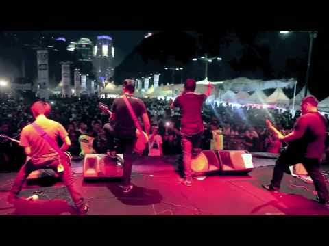 Cemetery Dance Club - The End Is Not Yet To Come HQ (Footage at Jak Cloth 2010)