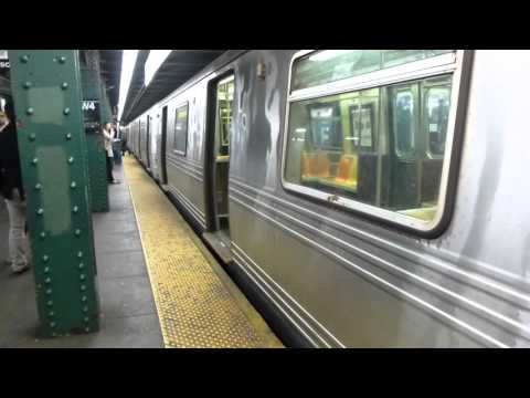 IND 6th Ave Line: R46 R Train at West 4th St-Washington Square (Weekend)