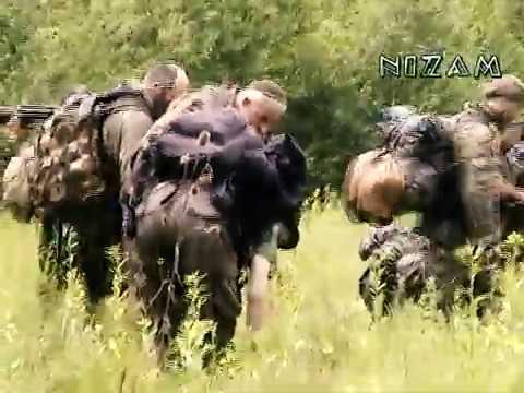 Президент ЧРИ Аслан Масхадов со своими бойцами. ЧРИ, 2002 г.