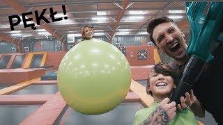 skaczemy w MEGA WIELKIM BALONIE po trampolinach!