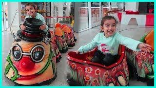 Alışveriş Merkezinde Tırtıl Tren Keyfi Yaptık l Playgrounds for Kids