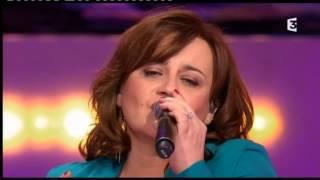 """Lisa Angell chante """"Il venait d"""