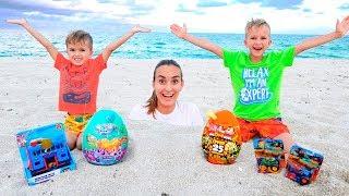 Vlad e Nikita tiveram um dia divertido na praia! Brincando com mamãe e areia