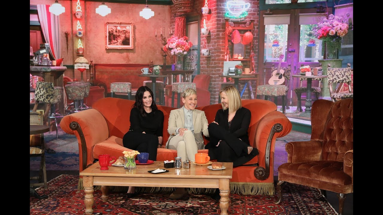 Courteney Cox Has a Surprise Reunion with Her 'Friend' Lisa Kudrow!