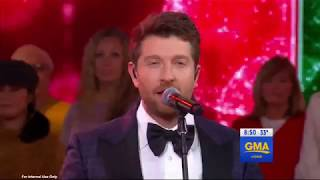 "Brett Eldredge performs ""The First Noel"""