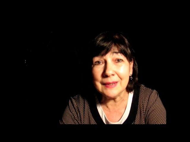 Изображение предпросмотра прочтения – АллаГромова читает произведение «Стихи о советском паспорте» В.В.Маяковского