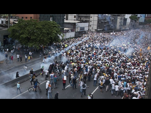 Venezuela: Fresh protests planned after anti-Maduro demonstrations turn deadly