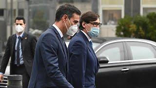 Pedro Sánchez, recibido con abucheos a su llegada al Hospital La Paz en Madrid