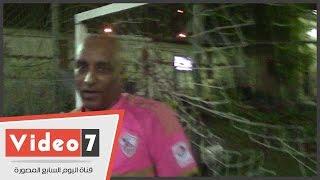 بالفيديو.. «ناصر» تحدى إعاقته واحترف حراسة المرمى بالكرة الخماسية