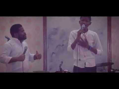 Fr Emmanuel Musongo avec son élève mardoché dans compilation oyebi ngai yesu+posa na yo yesu