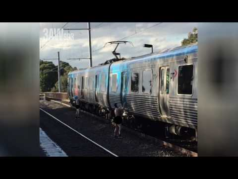 Thumbnail: Naked vandals caught spraying Melbourne train