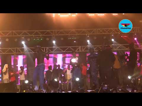 Kofi Mole goes 'crazy' on stage, hypes 'Don't Be Late' as hip - hop song of the year