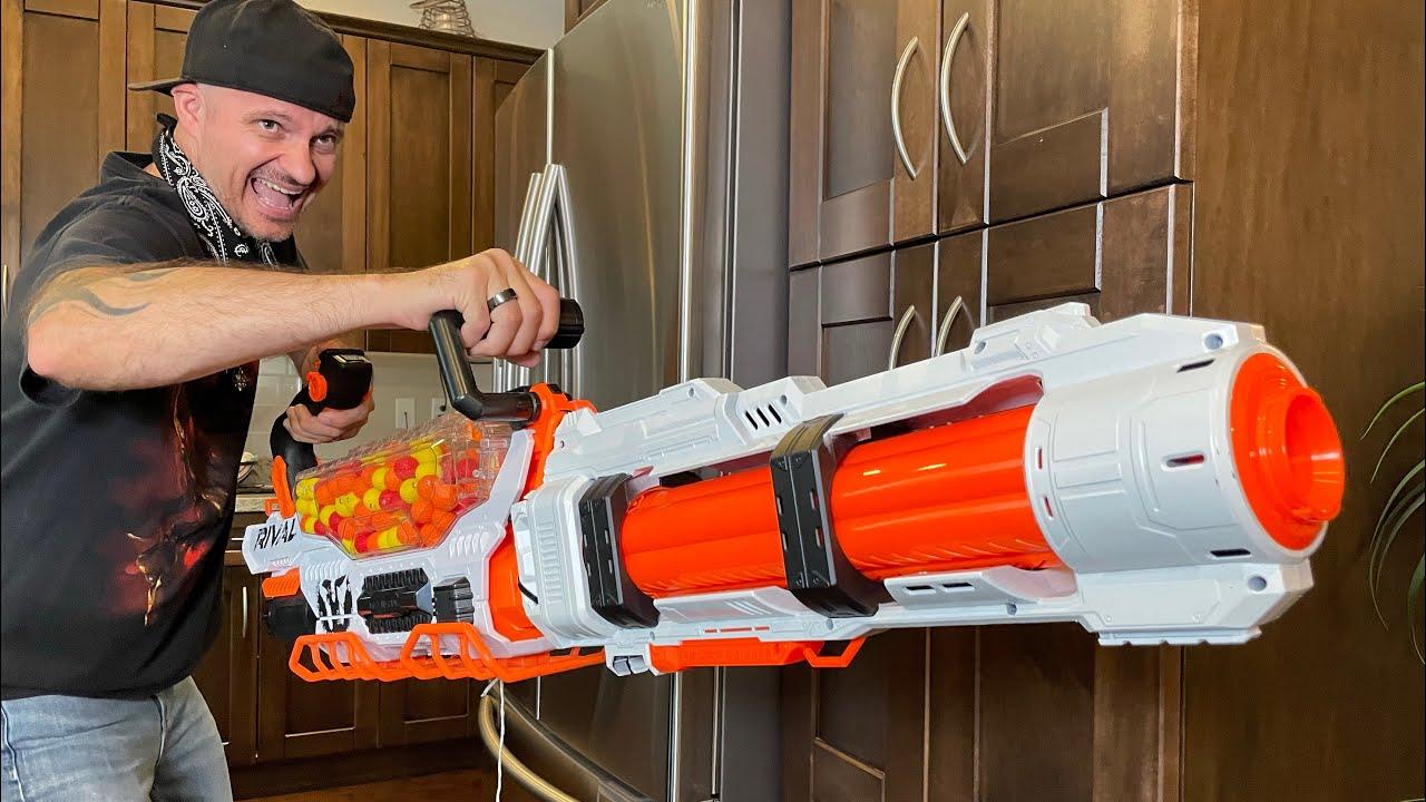 NERF GUN WAR 15 | Meet the Nerf Heavy Guy