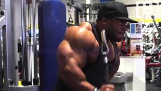 Phil Heath - Training arms !!!