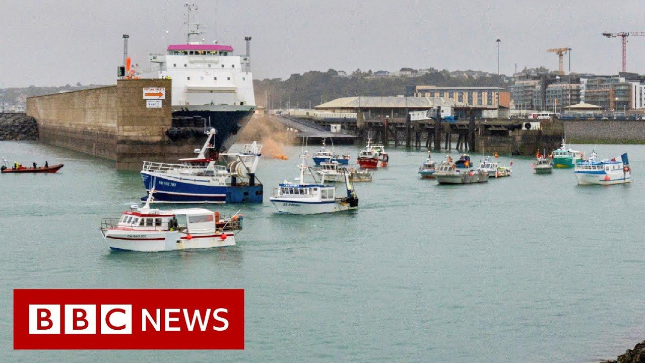 Royal Navy ships patrolling Jersey amid fishing row with France - BBC News