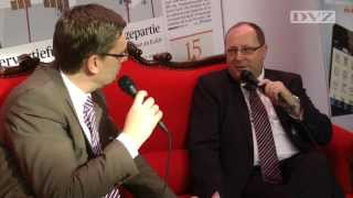 Rotes Sofa: Prof. Thomas Wimmer im DVZ-Interview