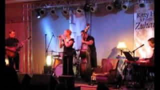 Kitty Hoff - Weißer Anzug + Drumsolo + Pension Fuchs (und Forêt-Noire) -live-