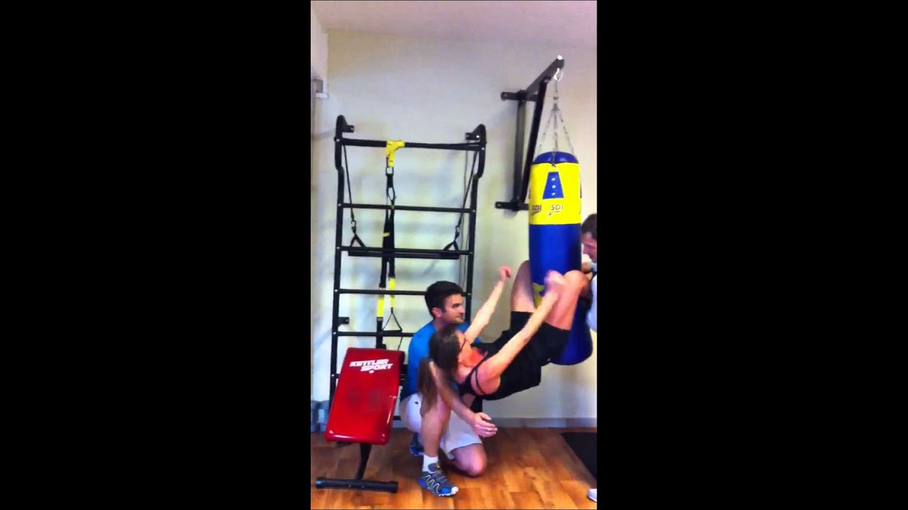 Abs Workout Crunches On Punching Bag Heavy Sit Ups Abdos Sur Sac De Boxe