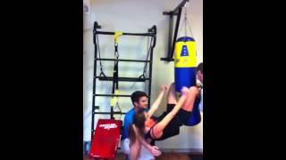 abs workout crunches on punching bag girl heavy bag sit ups abdos sur sac de boxe