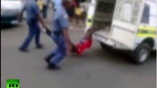 В Южной Африке полиция растерзала человека (18+)