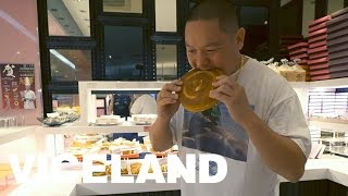 Eddie Explores the Food Courts of Taiwan: HUANG'S WORLD (Clip)