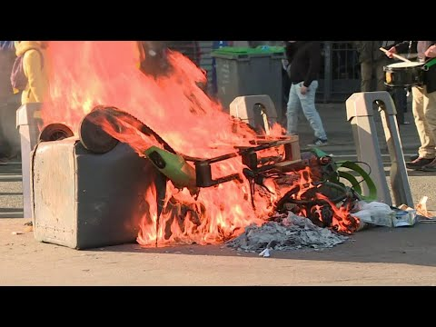 """Беспорядками завершилась в Париже очередная акция протеста """"желтых жилетов""""."""
