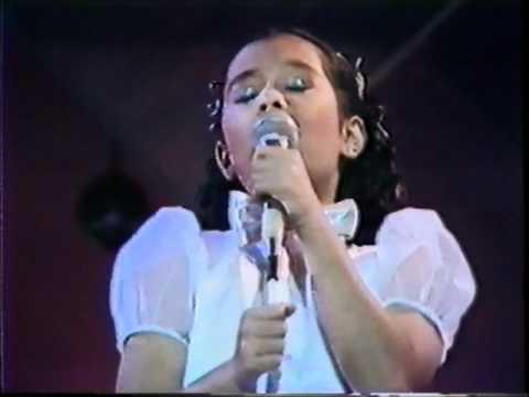 Kuh Ledesma with guest 9 year old Lea Salonga singing Tomorrow