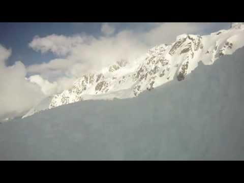 - Как снежная лавина выглядит изнутри: видео, случайно снятое на GoPro