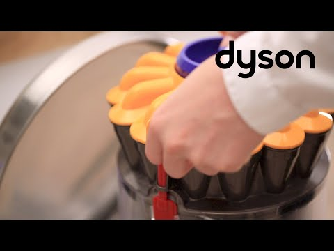 Dyson Ball™ cylinder vacuums - Emptying and cleaning the clear bin