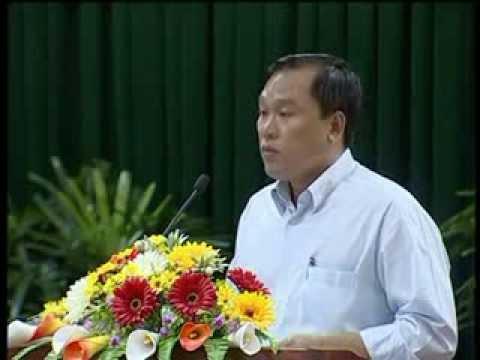 Phó Giám đốc Sở Nội vụ tỉnh Cà Mau trả lời chất vấn tại kỳ họp thứ Bảy HĐND tỉnh khóa VIII