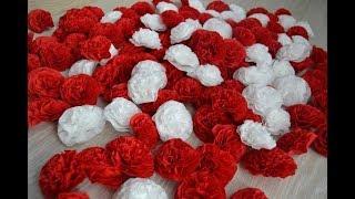 Как сделать цветы из салфеток / How to make flowers out of paper napkins.
