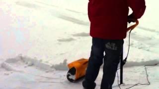 Электрическая лопата Stiga для уборки снега