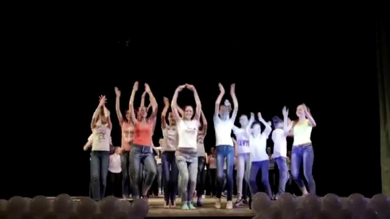 Видео. Танец девушек студии моды | тинейджеры девушки мода