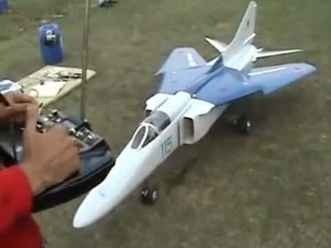 Нереально крутая модель Миг-23 с реактивным двигателем