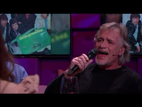 George  Baker zingt Little Green Bag aan tafel! - RTL LATE NIGHT
