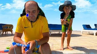Copiii se joaca in apa   Tata adoarme suparat   Ce fac copiii? Sketch Bogdan show