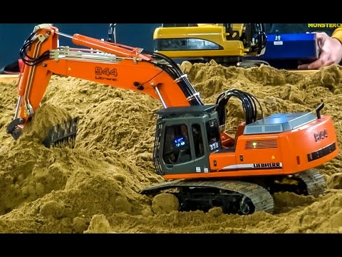 RC excavators at work! Amazing R/C diggers in action at the construction site